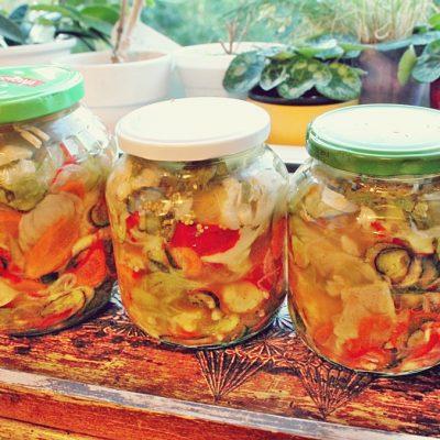 Salată mixtă cu legume pentru iarnă