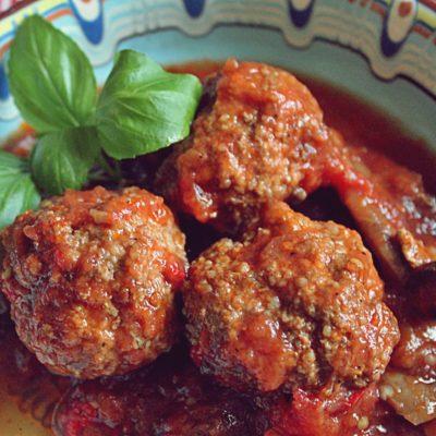 Chiftele marinate în sos de zacuscă și ciuperci