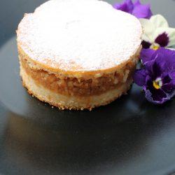 Prăjitură turnată, cu mere de vară