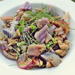 Salată Lila, cu cartofi mov și file de hering